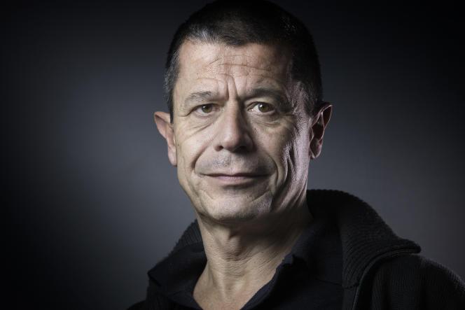 L'écrivain Emmanuel Carrère, en 2016.