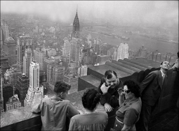 Les du Pont de Nemours ont participé à la construction de l'Empire State Building, à New York. Photo datant de 1946.