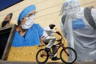Peinture murale en hommage au personnel soignant pendant la pandémie de Covid-19, à Zapopan au Mexique, mercredi 12 août.