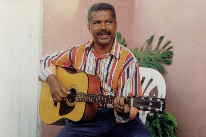 Carlos Burity en 2000, sur le tournage de «Canta Angola», documentaire réalisé par Ariel de Bigault.