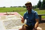 Jérémy Michalak dans son émission sur les traces des hippies et du festival de Woodstock.