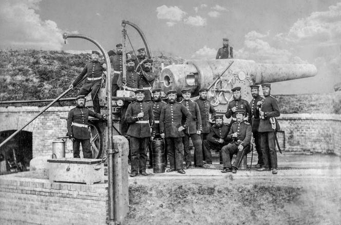 Une batterie côtière prussienne et ses soldats dans leSchleswig-Holstein durant la guerre de 1870-1871.