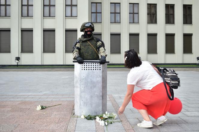 Devant un bâtiment du gouvernement biélorusse, à Minsk, le 14 août.