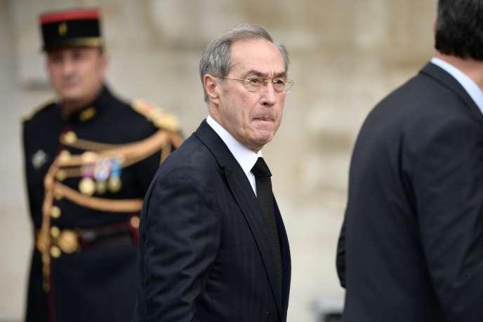 Claude Guéant devant l'église Saint-Sulpice, à l'occasion des funérailles de Jacques Chirac, à Paris, le 26 septembre 2019.