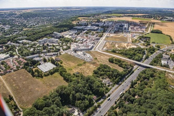 Vue de l'université Paris-Saclay, regroupant Paris-Sud, AgroParisTech, CentraleSupélec, l'ENS Paris-Saclay, l'Institut d'Optique et l'IHES.