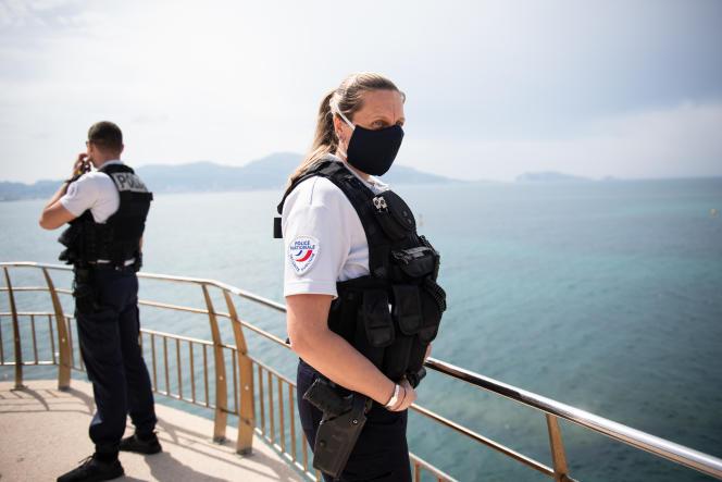 Des policiers en patrouille à Marseille, le 16 mai 2020.