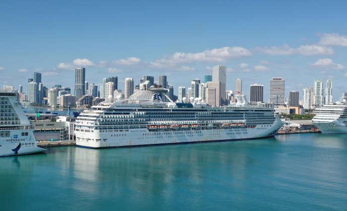 Des navires de croisière, à quai, dans le port de Miami, le 4 avril.