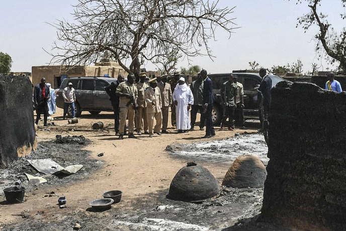 Visite du président malien, Ibrahim Boubacar Keïta, à Ogossagou, le 25mars 2019, après un massacre ayant fait près de 160morts.