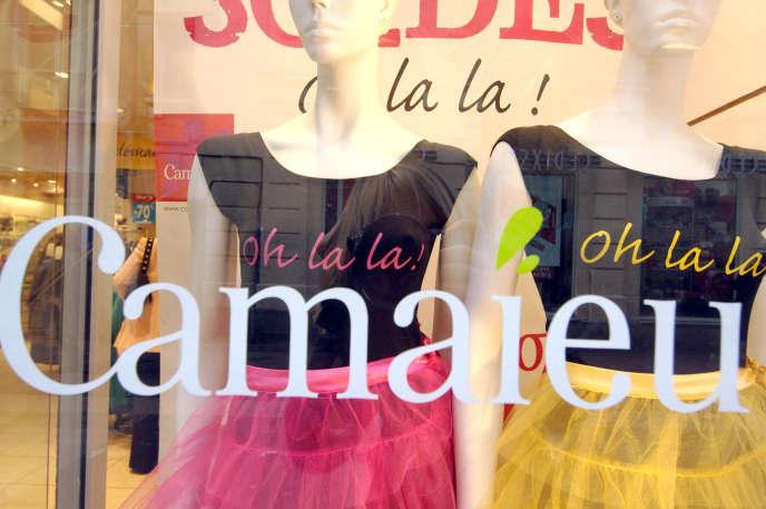 La vitrine d'une boutiqueCamaïeu, en 2007 à Caen (Calvados).