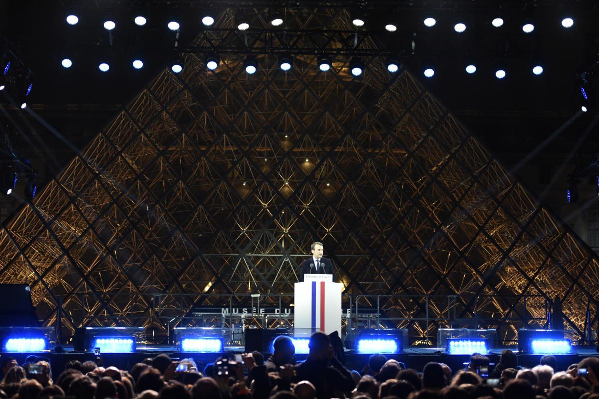 Emmanuel Macron, le soir de sa victoire à l'élection présidentielle, devant la pyramide duLouvre, à Paris, le 7 mai 2017.
