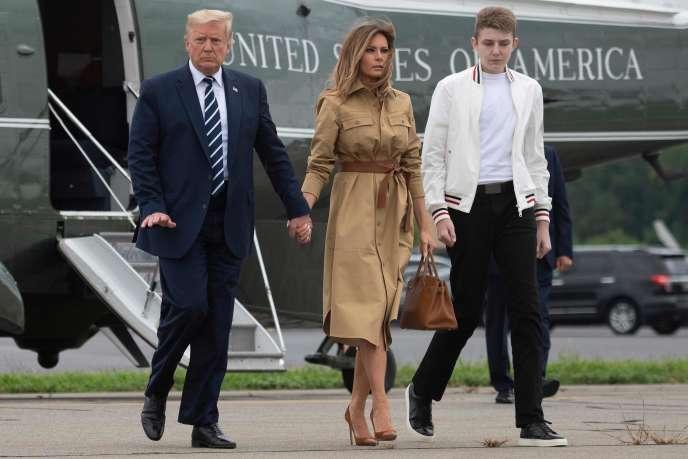Le président américain, Donald Trump, en compagnie sa femme Melania et de leur fils Barron, à Morristown (New Jersey), le 16 août 2020.