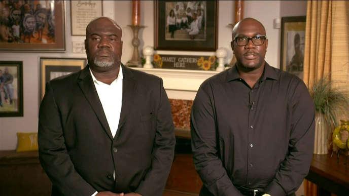 Rodney et Philonise Floyd, les frères de George Floyd, lors de leur intervention à la convention démocrate organisée en vidéo, le 17 août à Milwaukee, dans le Wisconsin.