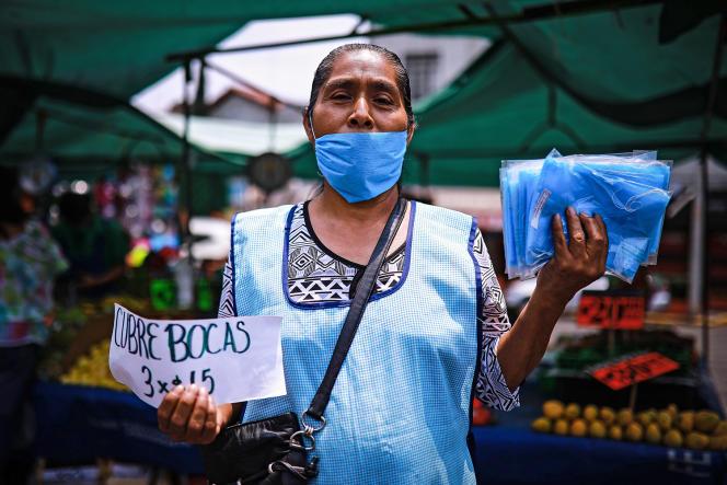 Lors du confinement, de nombreuses «muchachas » ont été renvoyées sans indemnités. Ici, l'une d'elles, sur un marché de Mexico, en avril.