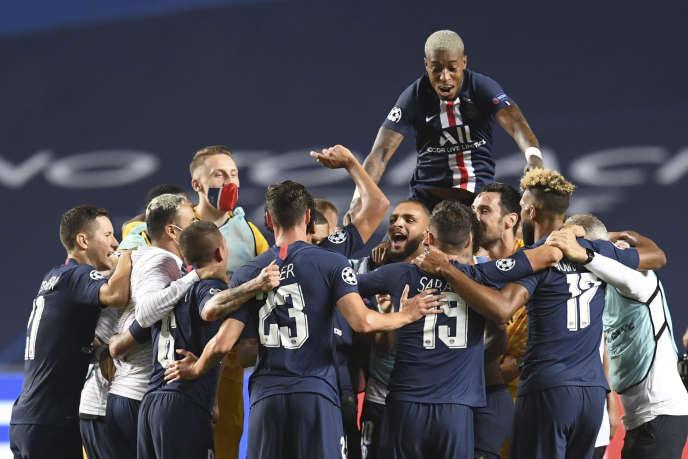 Les joueurs du PSG, après la victoire face à Leipzig en demi-finale de Ligue des champions, mardi 18 août à Lisbonne.