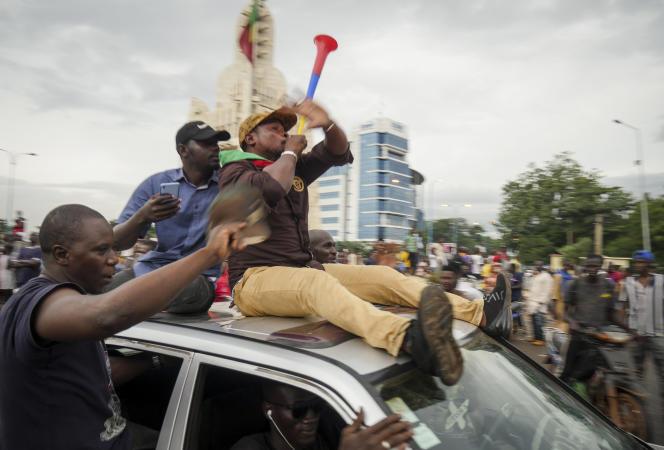Célébrations dans la rue après le coup d'Etat contre le président malien, Ibrahim Boubacar Keïta, le 18 août à Bamako (Mali).