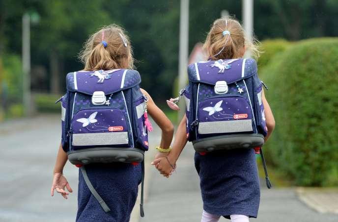 Montant de l'allocation de rentrée scolaire en 2020 : entre469,97 euros et 503,91 euros.