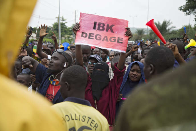 Une manifestation organisée par le Mouvement du 5 juin-Rassemblement des forces patriotiques du Mali (M5-RFP), qui appelle à la démission du président malien Ibrahim Boubacar Keïta, à Bamako le 11 août 2020.