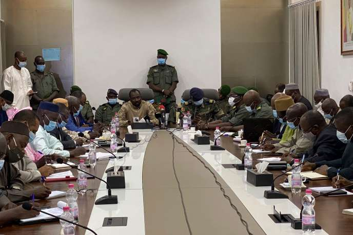 Le colonel Assimi Goita au cours d'une réunion au ministère de la défense, le 19août à Bamako, au Mali.