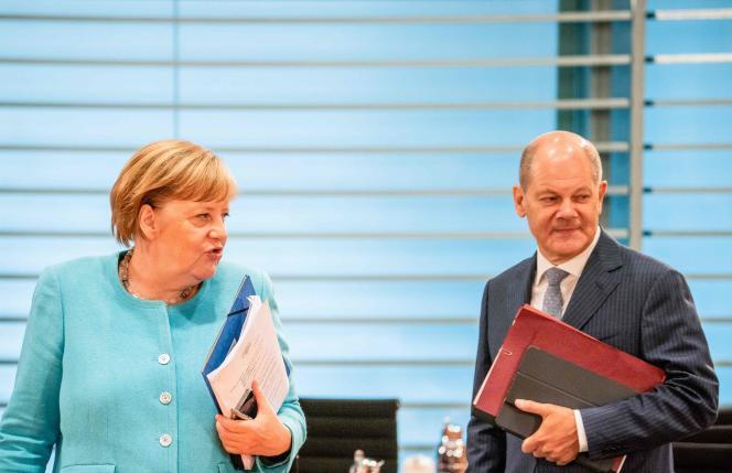 La chancelière Angela Merkel et le ministre des finances Olaf Scholz lors d'une réunion ministérielle, mercredi 19 août.