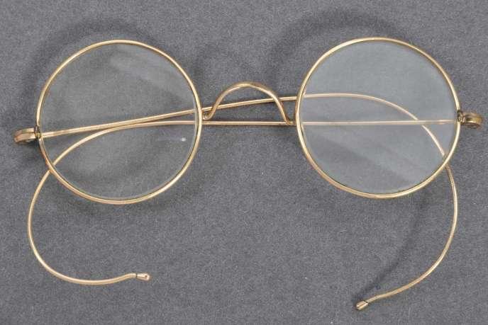 La paire portée par le Mahatma Gandhi vendue aux enchères pour 288000euros.