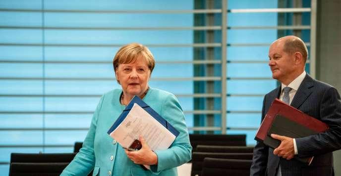 La chancelière Angela Merkel et le ministre des finances Olaf Scholz lors d'une réunion ministèrielle, mercredi 19 août.