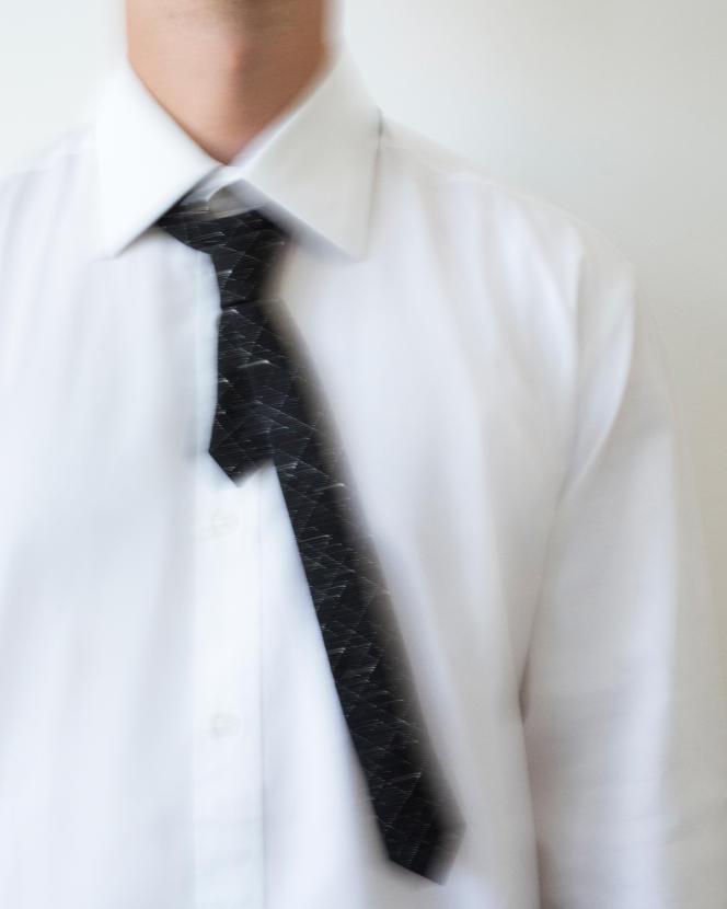 Cravate à carreaux en laine, Saint Laurent par Anthony Vaccarello, 145 €.