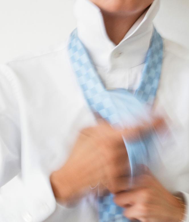 Cravate en soie à motif damier, Louis Vuitton, 175 €.