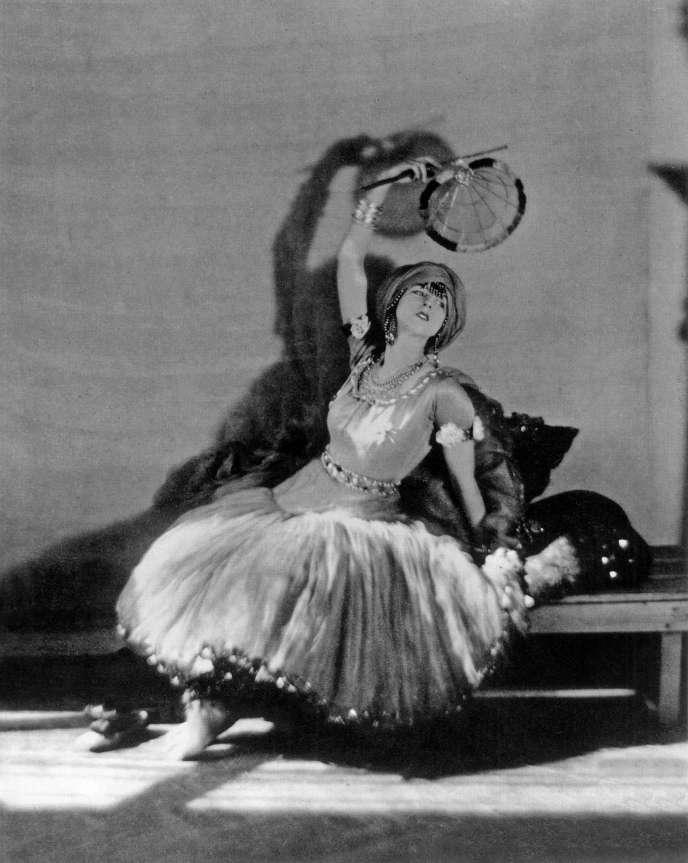 Ruth Saint Denis, photographiée en 1912 par Adolf de Meyer.