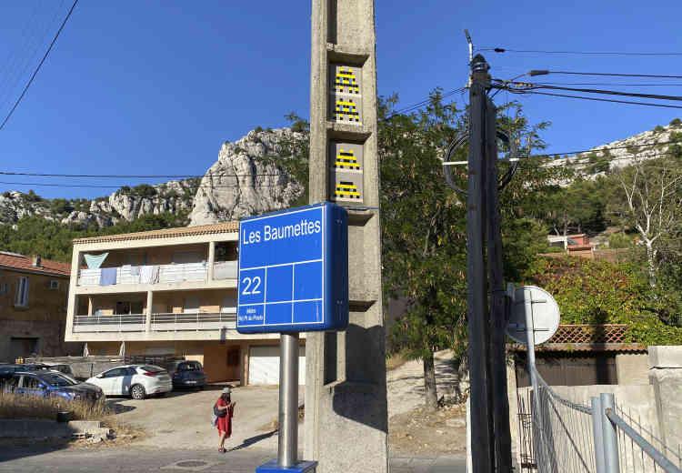 Quatre «Space Dalton» à l'arrêt de bus des Baumettes (MARS_22, Marseille, 2020).