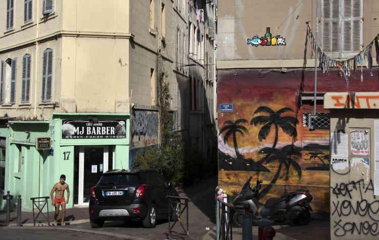 Une nature morte près du marché des Capucins, dans le quartier de Noailles, dans l'hyper-centre de Marseille (MARS_34, Marseille, 2020).