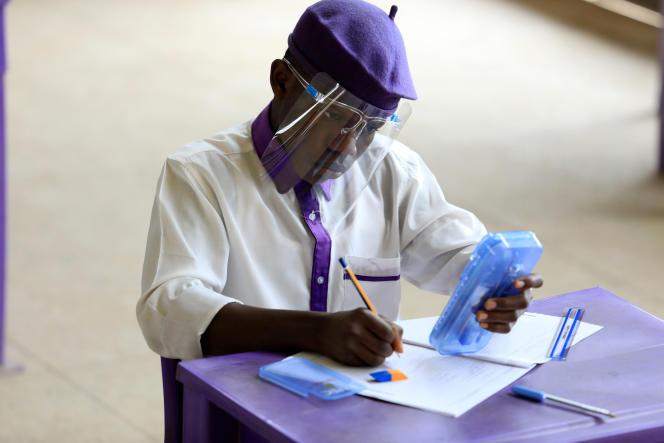Certains établissements du secondaire ont pu ouvrir leurs portes aux étudiants qui avaient des examens, comme ici à Abuja, le 17août 2020.