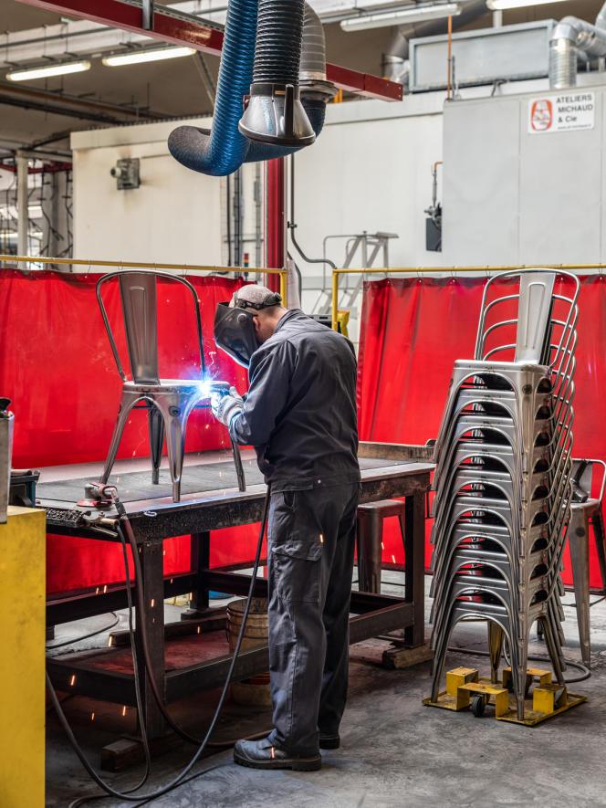 Dans les ateliers, installés depuis 2012 dans une ancienne fonderie d'Autun remise à neuf, l'espace de production a été repensé.