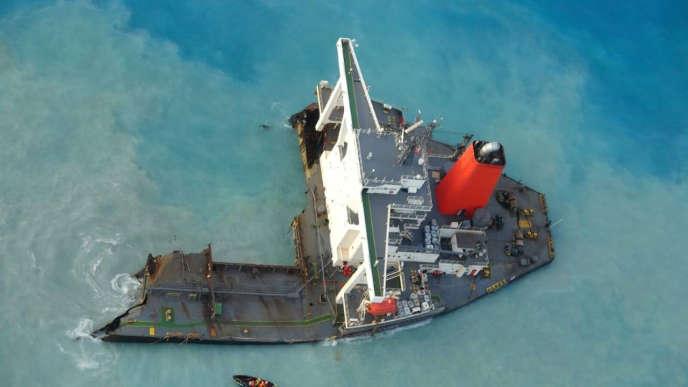 Le vraquier japonais «MV Wakashio», au large de l'île Maurice, le 21 août.