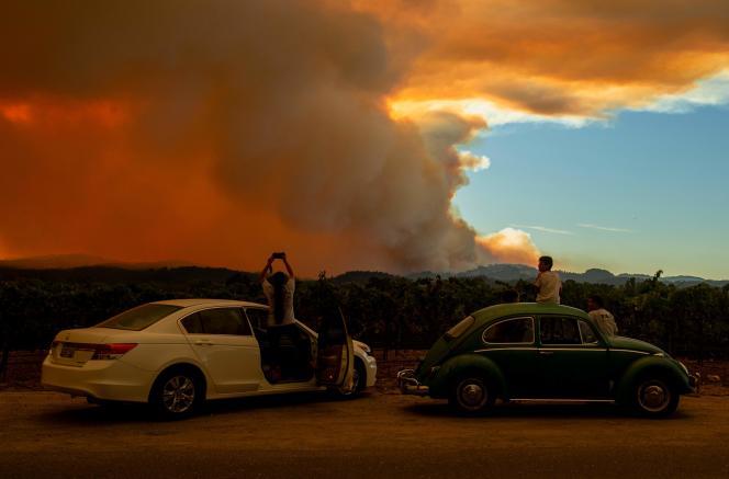 Une partie des incendies du «LNU Lightning Complex», vue depuis un vignoble de Healdsburg, en Californie, le 20 août.