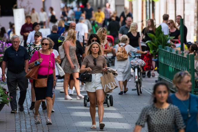 Dans une rue de Stockholm, en Suède, le 27 juillet.