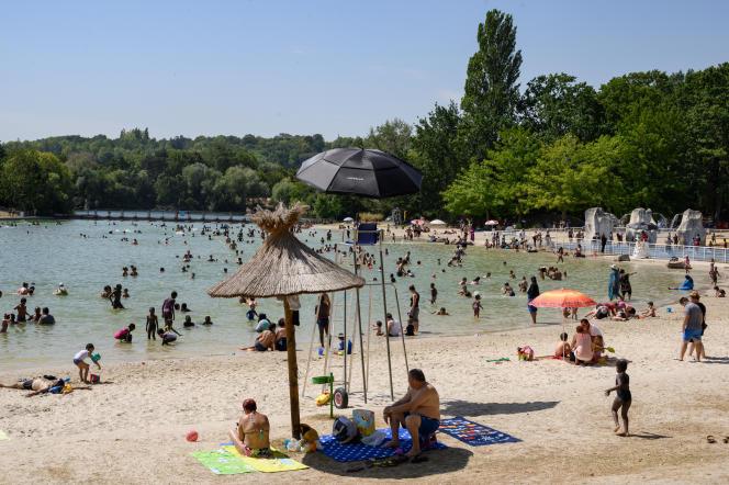 Sur la base de loisirs de Cergy-Pontoise (Val-d'Oise), le 12 août.