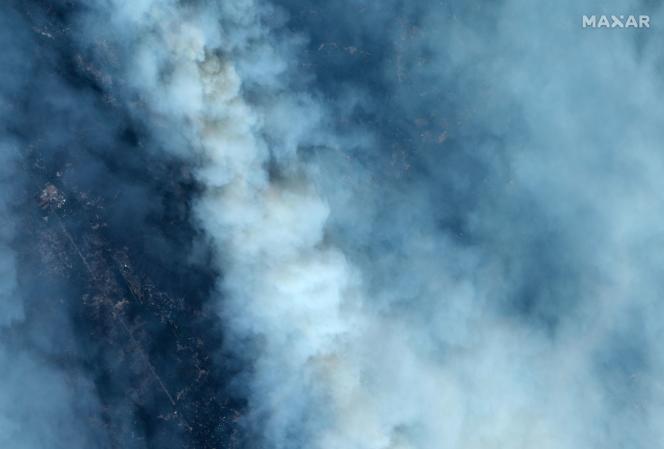 Une image satellitede la fumée provoquée par les incendies près de Santa Cruz, en Californie, vendredi 21août.