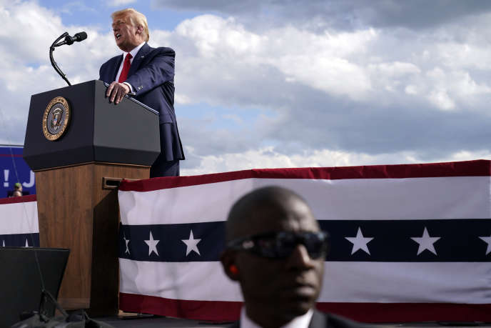 Le président américain, Donald Trump, lors d'un meeting de campagne à Oshkosh, dans le Wisconsin, le 17août.