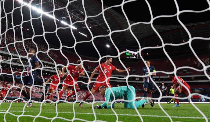 Les joueurs bavarois célèbrent le but de Kingsley Coman, à Lisbonne, le 23 août.