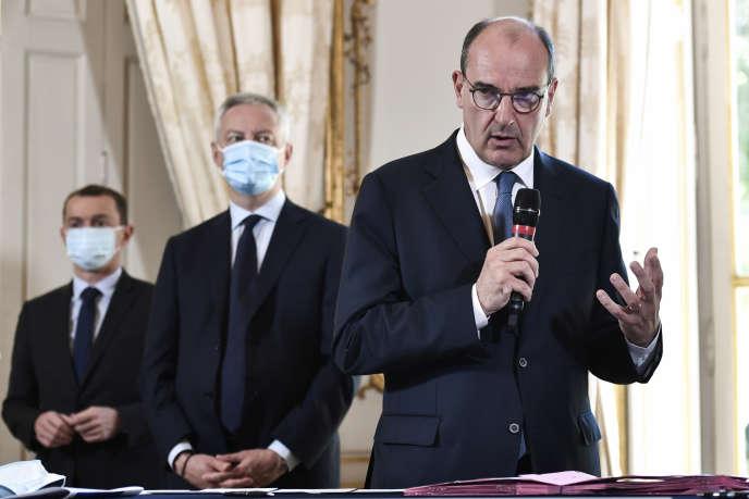 Le premier ministre Jean Castex et le ministre de l'économie, des finances et de la relance Bruno Le Maire à Matignon, le 30 juillet.
