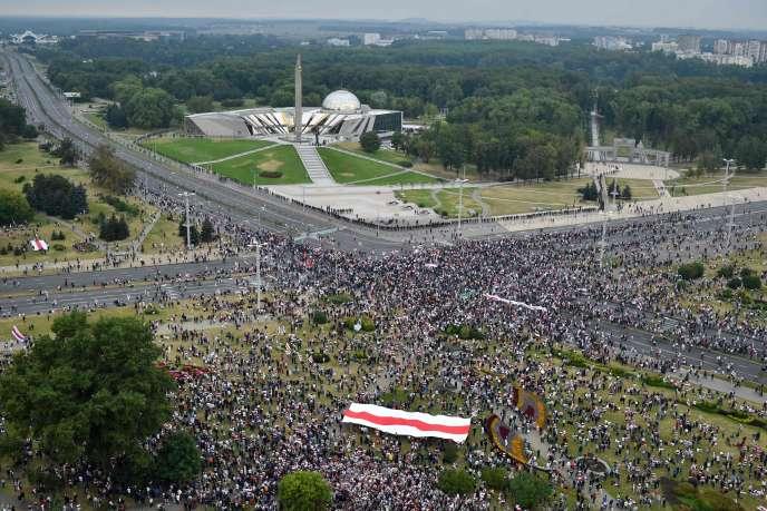 Des manifestants à Minsk, le 23 août 2020.