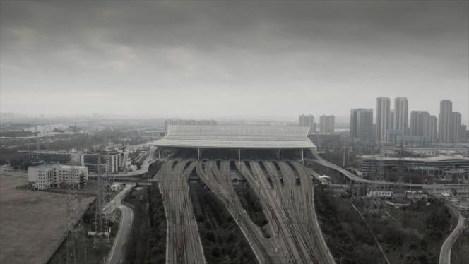 La gare de Wuhan, en Chine, pendant le confinement, filmée dans le documentaire«Coronation» (2020).
