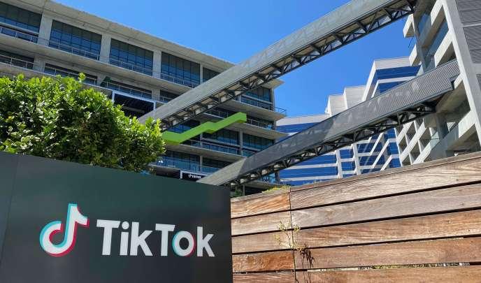 Le 6 août, Donald Trump a signé un décret visant à interdire toute transaction entre un citoyens ou une entreprise américaine et TikTok.