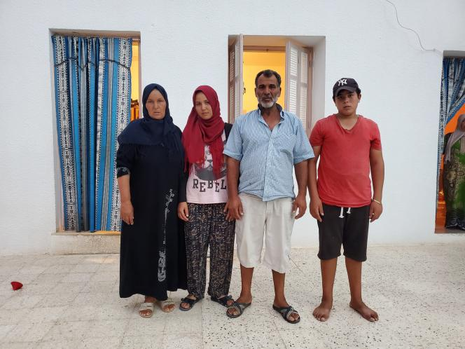 La famille de Helmi Ghédir, àSakiet El Khadem, en Tunisie.