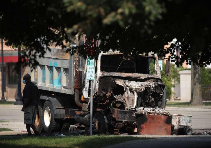 Un camion brûlé àKenosha, le 24 août.
