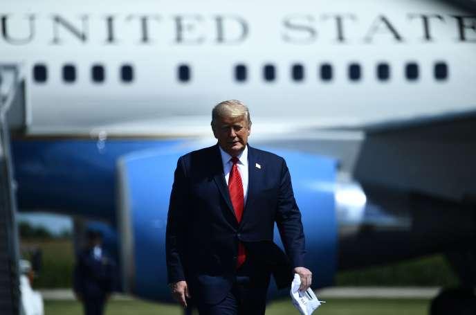 Donald Trump s'apprête à prononcer un discours sur l'économie, à l'aéroport régional de Mankato(Minnesota), le 17 août.