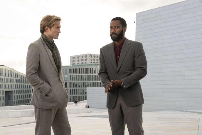 Robert Pattinson etJohn David Washington, les deux acolytes peu identifiables, dans«Tenet».