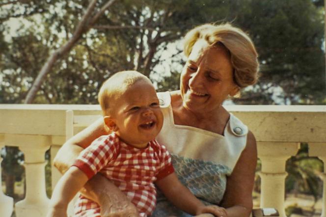 Le réalisateurStéphane Riethauser, enfant, et sa grand-mère Caroline, la«Madame» du titre de son documentaire.