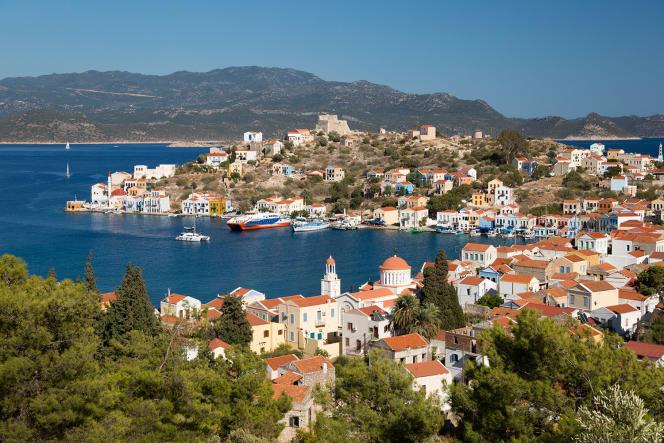 La petite île grecque deKastellorizo (Dodécanèse), est située à deux kilomètres des côtes turques.