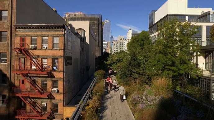La High Linede Manhattan, véritable« coulée verte»,est un jardin d'herbes folles et de plantes sauvages savamment domestiquées par le paysagiste néerlandais Piet Oudolf.